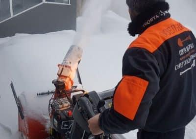 Zemen Rai_Manual snow cleaning (4)