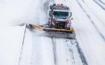 Защо да се доверим на професионално снегопочистване?
