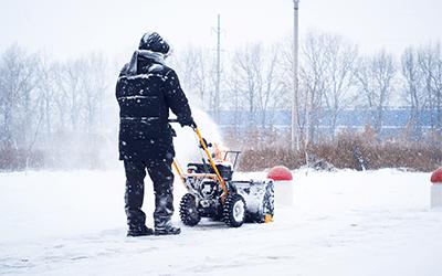 Кой трябва да се погрижи за почистването на снега около блока?